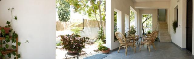 veranda piano terra appartamento fontane bianche