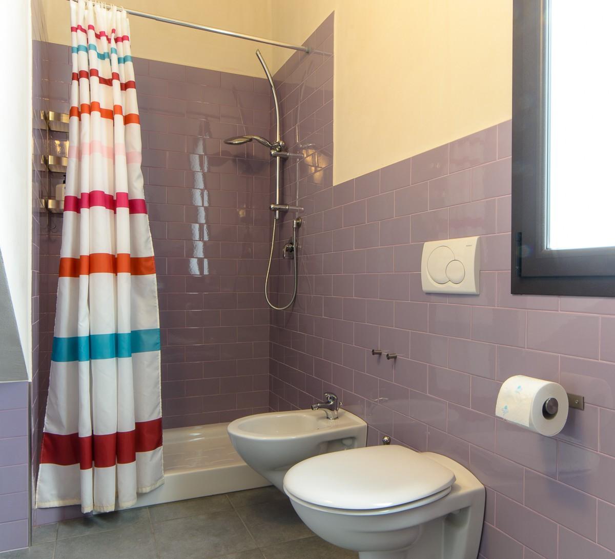bagno doccia trilocale fontane bianche